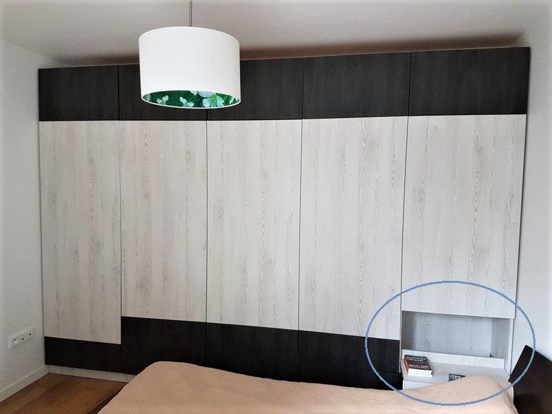 table de nuit coulissante discrète dans un meuble