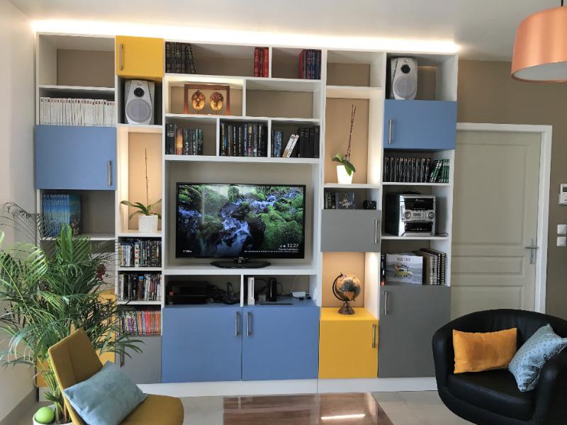 bibliotheque coloré bleu jaune