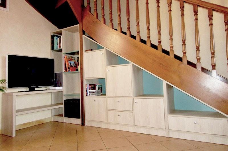 meuble télé sous escalier sur mesure