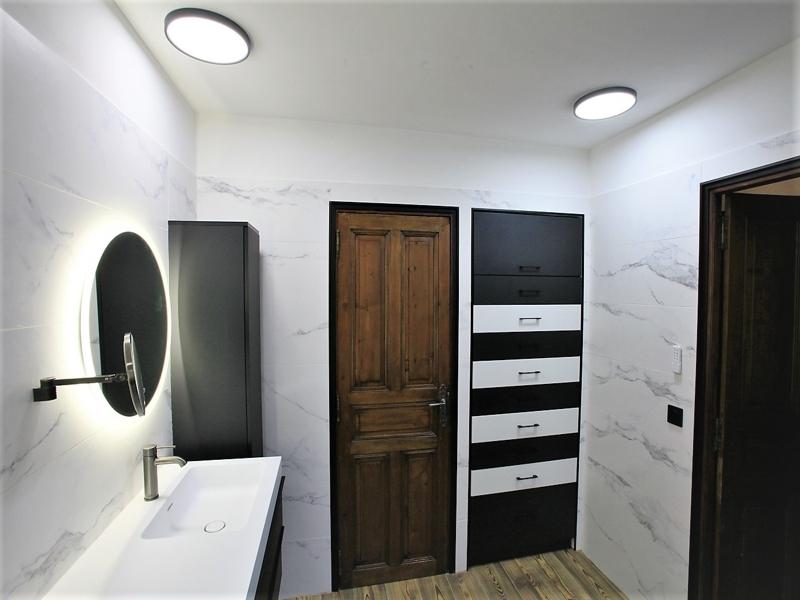 meuble de salle de bain coloré