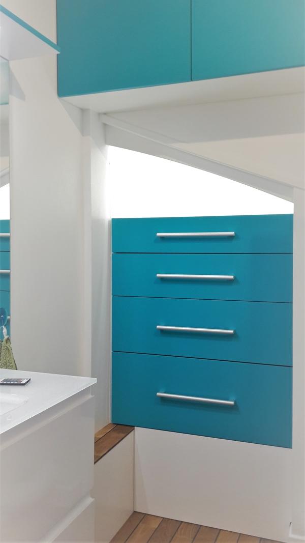 meuble de salle de bain bleu sur-mesure