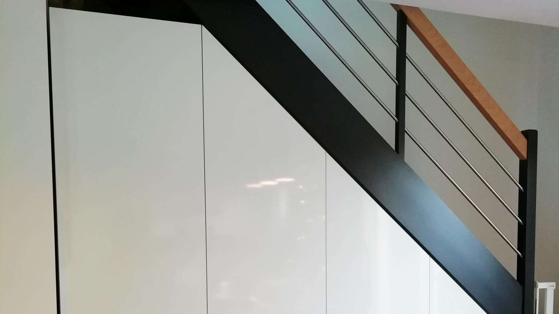 dressing-sous-escalier-sur-mesure