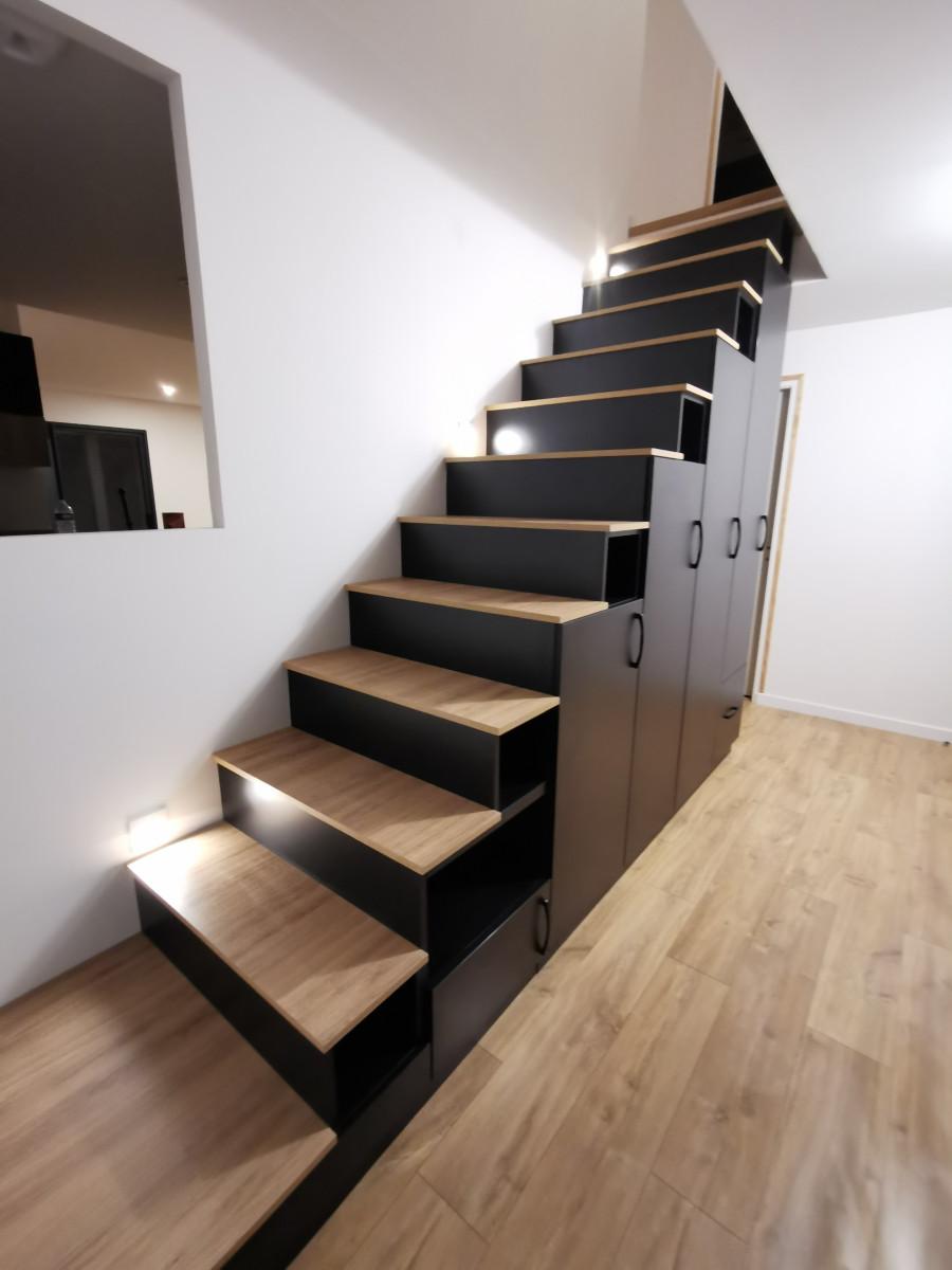 meuble escalier noir et bois