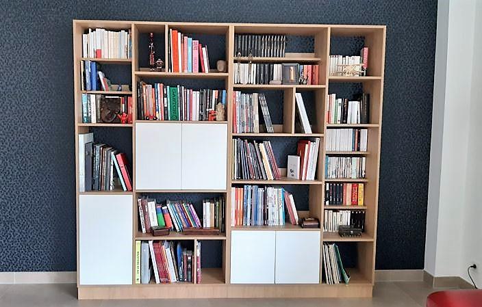 Bibliothèque bois et blanc livre sur mesure