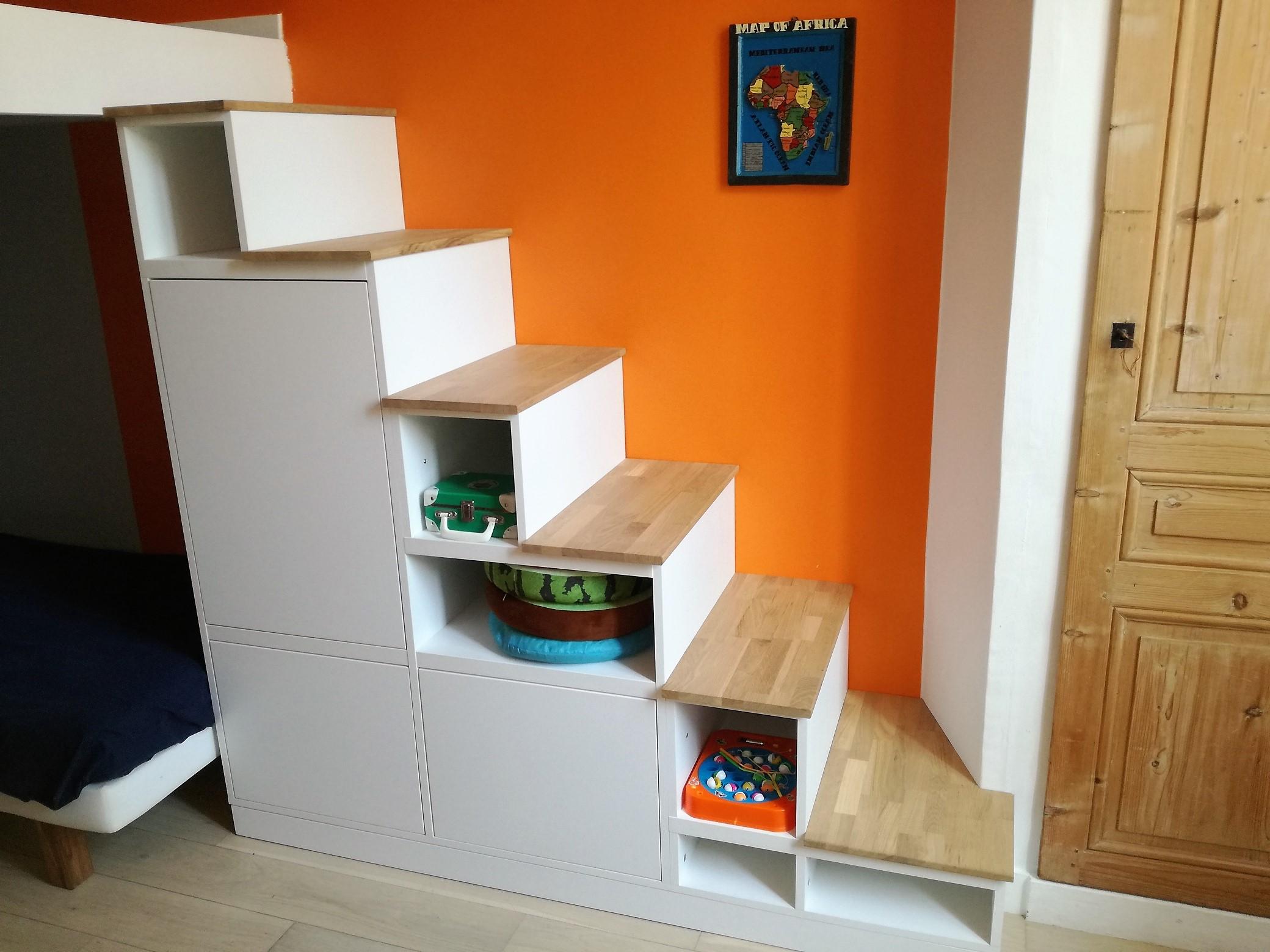 Meuble escalier blanc et bois