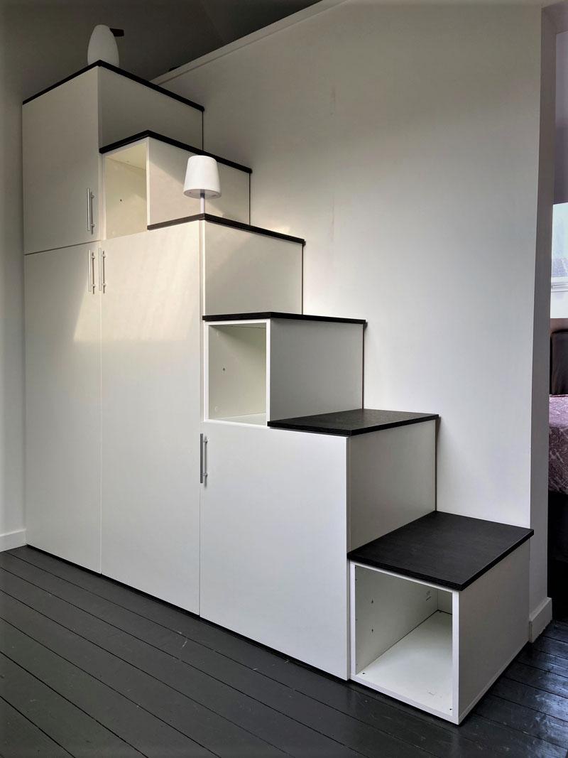 meuble escalier blanc et noir