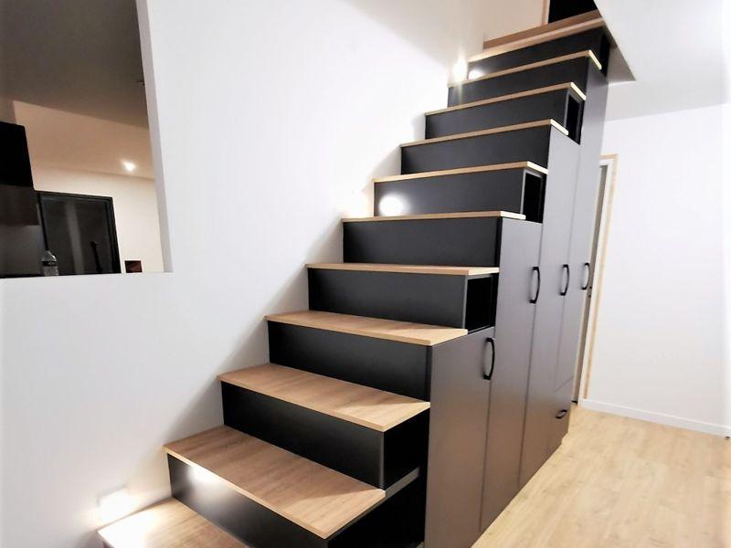 meuble escalier sur-modulable noir et bois