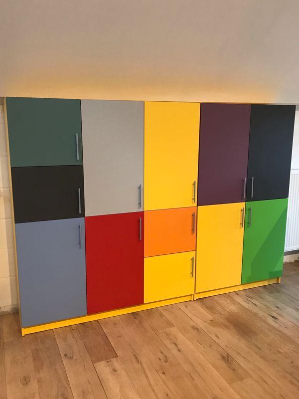 meuble sur mesure portes colorées