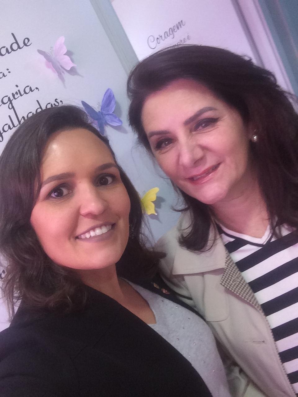 Angela Gardinalli com aluna