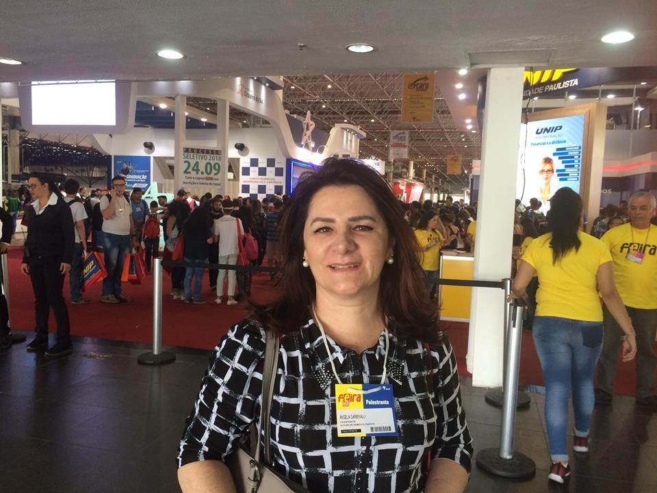 Angela Gardinalli feira doe estudante 2017