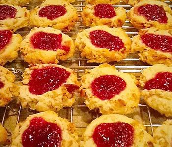 Tweet Classic Thumbprint Cookies