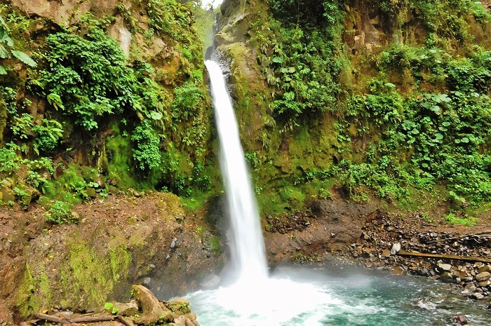 a picture of Costa Rica la paz waterfall
