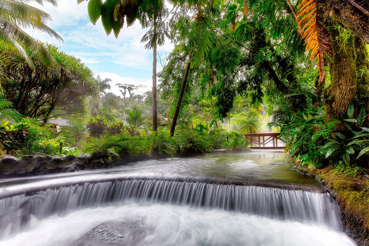a picture of the thermal springs in arenal, costa rica