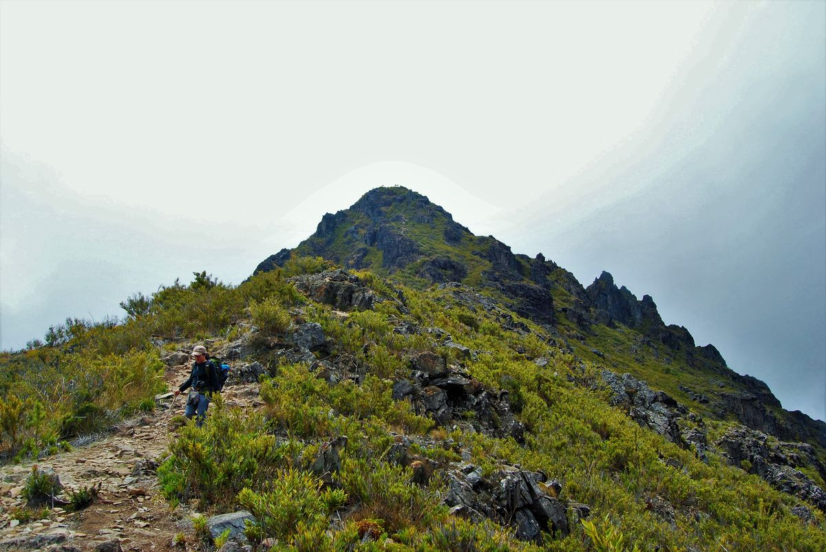 picture of a woman walking down over the path of the Chirripo Peak