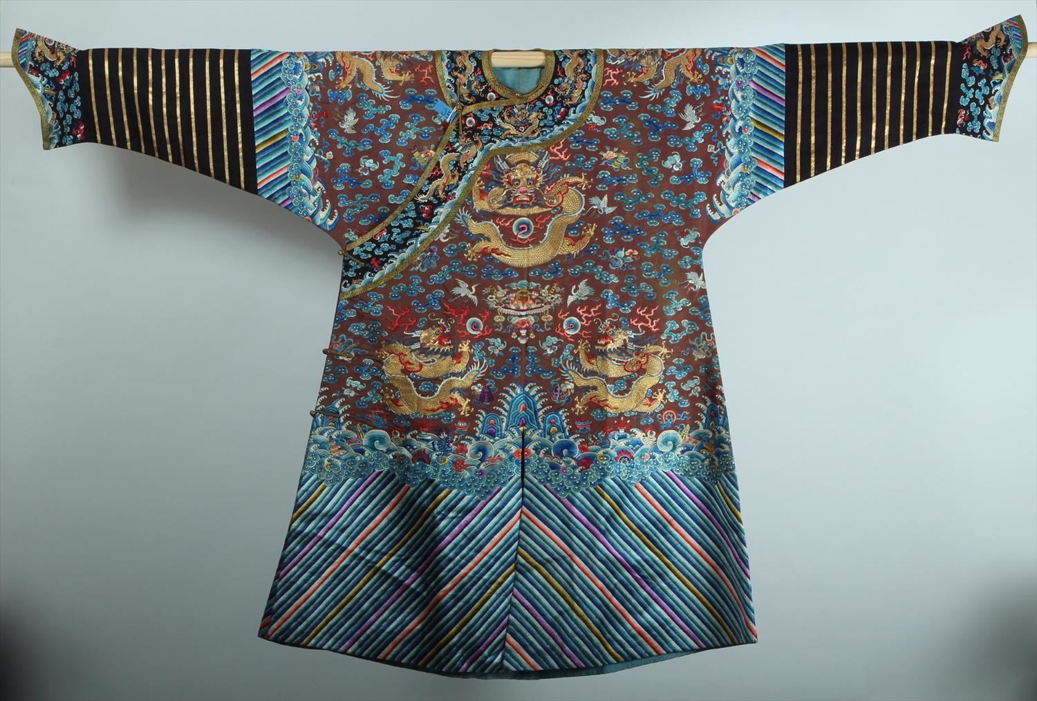 Chinese Brown Ground Silk Embroidered Court Robe 19th/20th Century Qing, New York Auction House, Houston Auction, Dallas Auction, San Antonio, Chinese Auciton, 中国艺术拍卖, 海外捡漏,缂丝,龙袍
