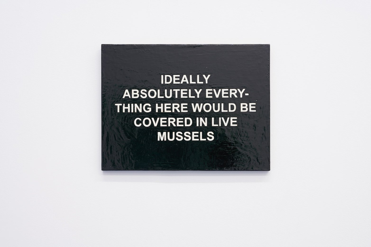 Laure Prouvost, IDEALLY ABSOLUTELY EVERYTHING HERE WOULD BE COVERED IN MUSSELS, 2011. Courtesy of the artist, carlier | gebauer and Tenderpixel.