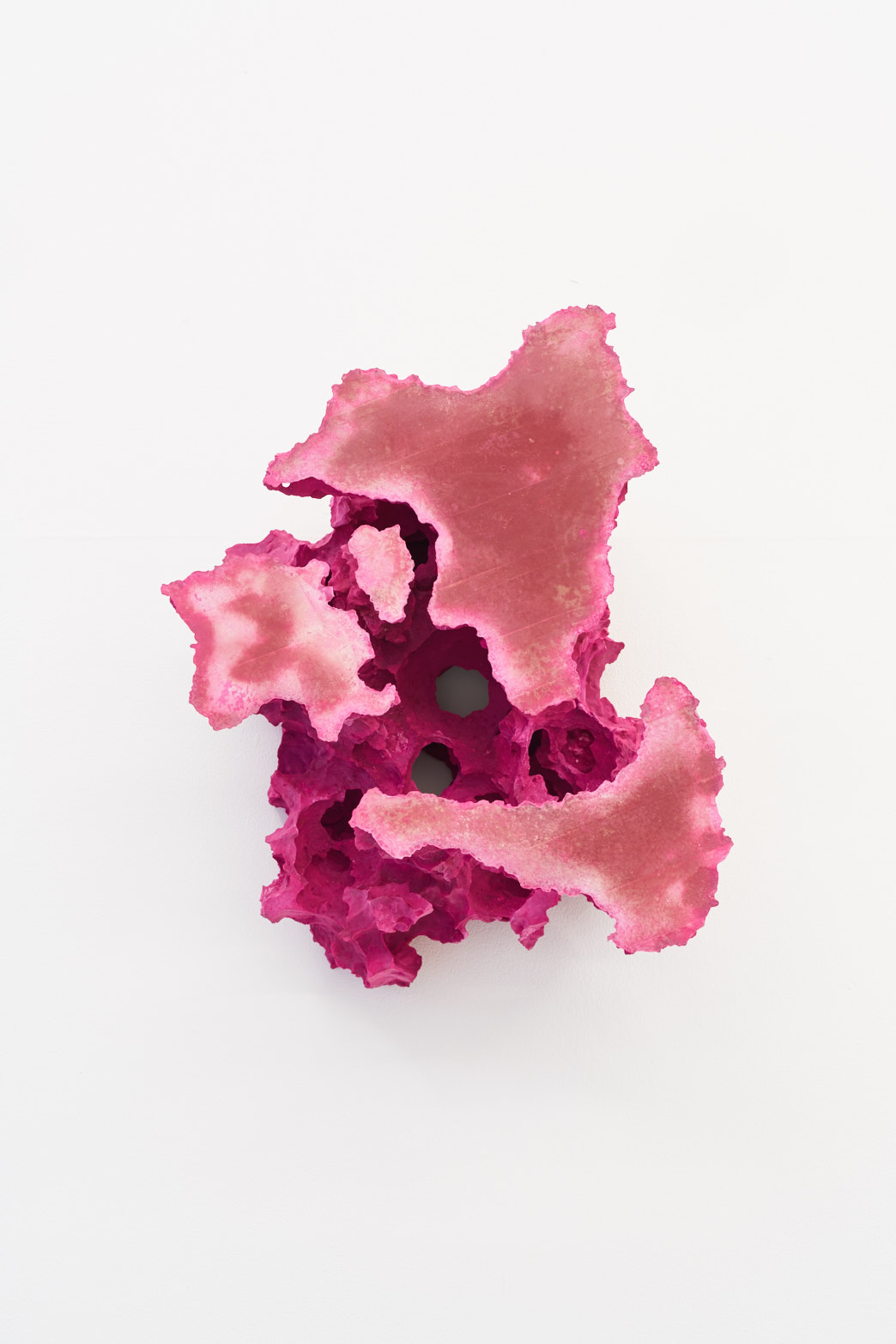 Florian Roithmayr, forma no. 21, plaster, pigments, 2018, Tenderpixel