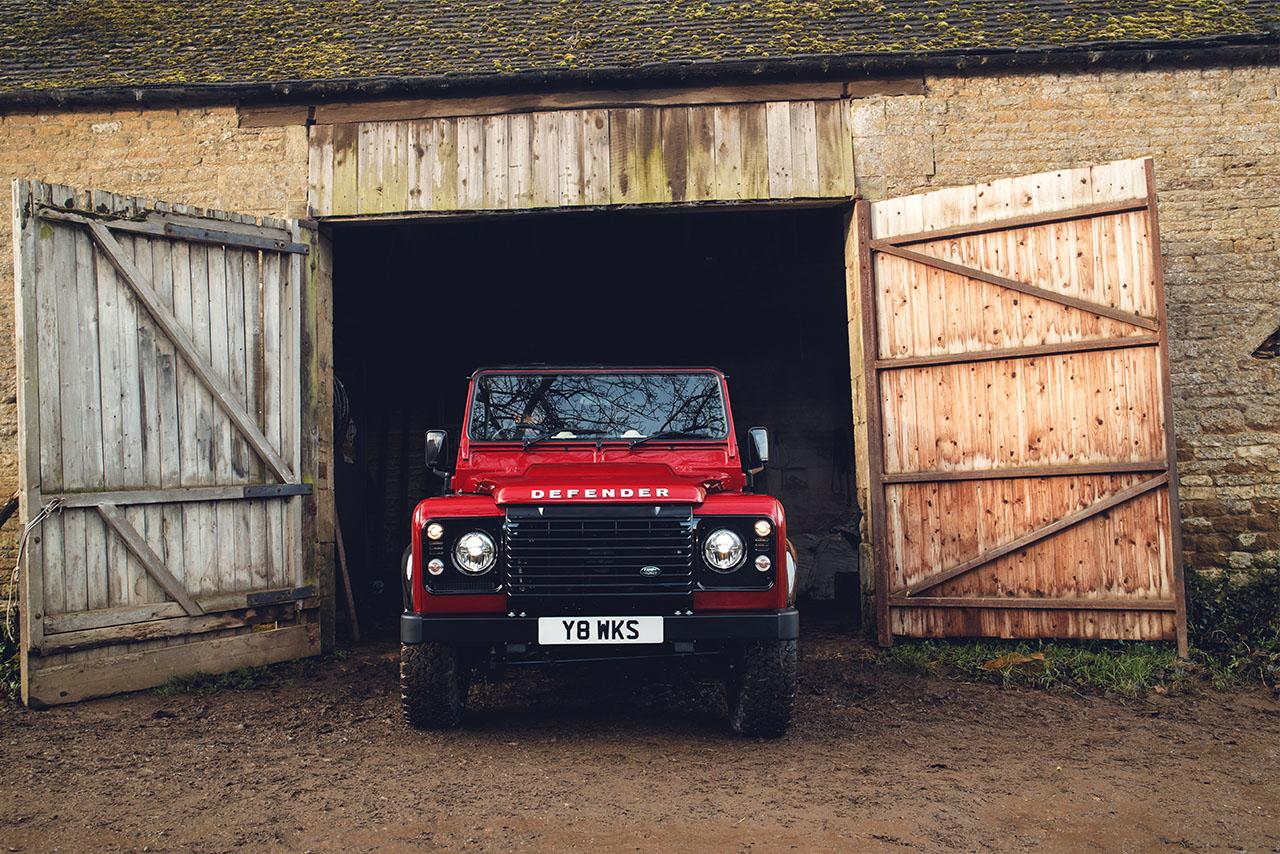Defender lifir: Land Rover kynnir V8 útgáfu til að fagna 70 ára afmæli Defender.