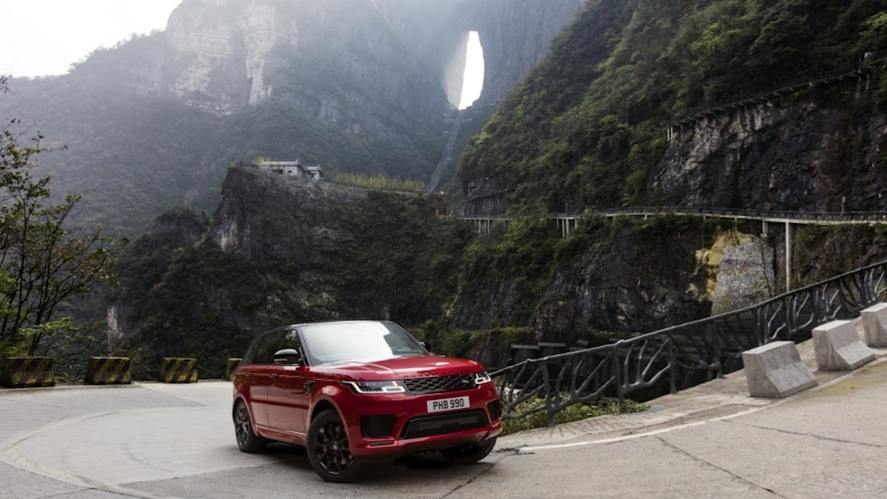 Range Rover Sport PHEV við Himnahliðið í Kína