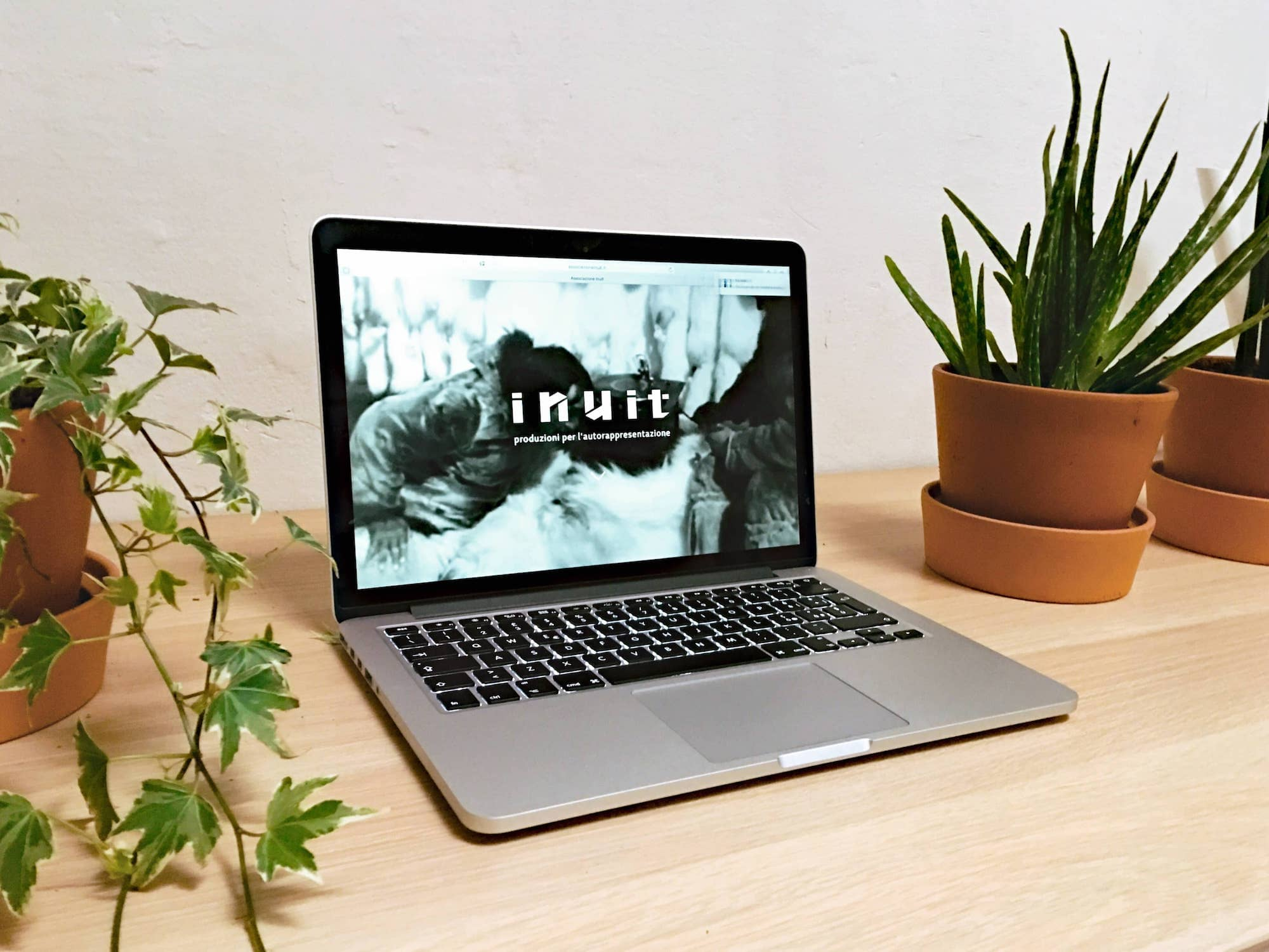 Sito internet di Associazione Inuit - Versione Mobile
