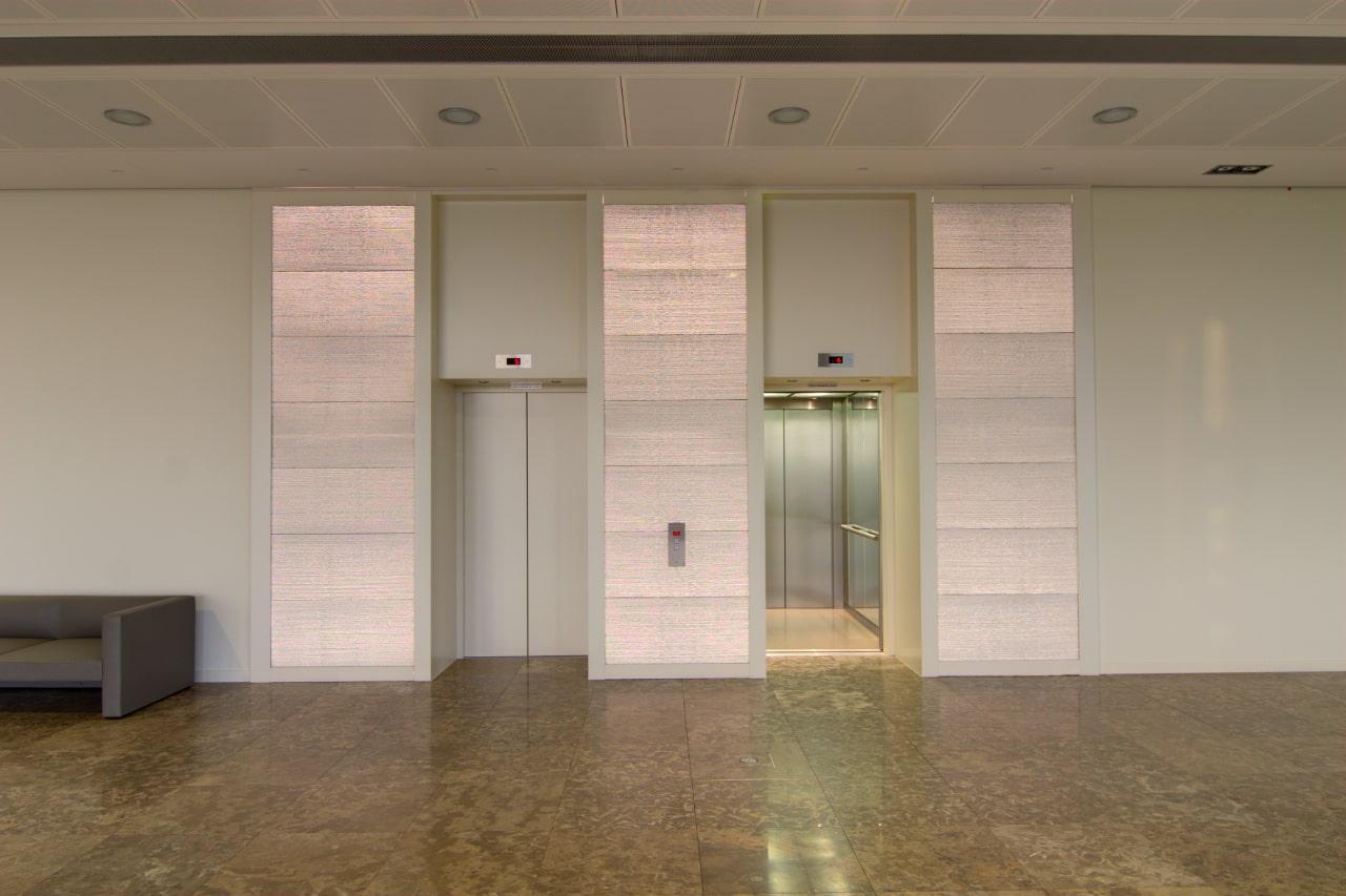 Fahrstuhl Fassade aus Lichtbeton in weiß