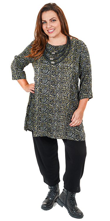This model is wearing a Masai Glusna sprinkler pattern tunic with buttons at the side teamed with Masai Patti harem trousers in black from Bakou in West Wimbledon
