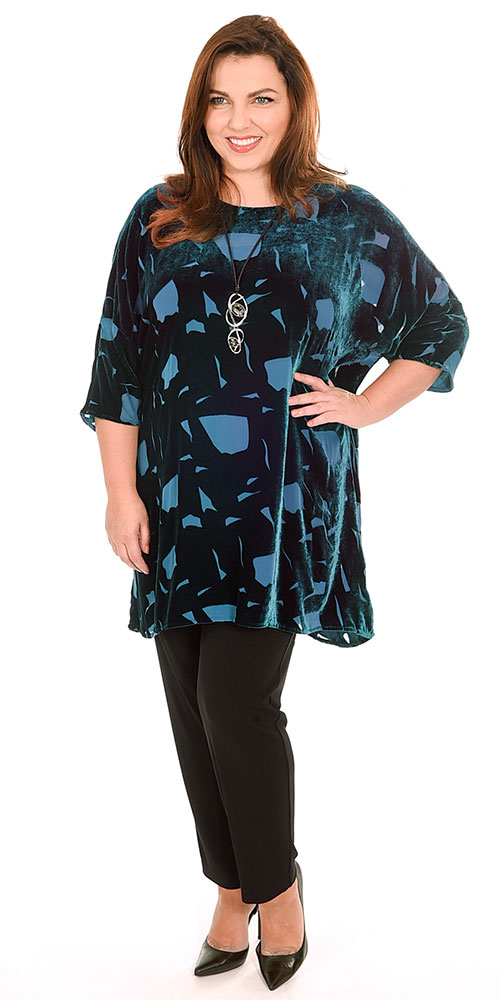 This image shows a sumptuous devore tunic by Grizas with Q'neel silky jersey trousers and a Yoek Secrets vest top from Bakou in West Wimbledon. Plus sizes 14-30