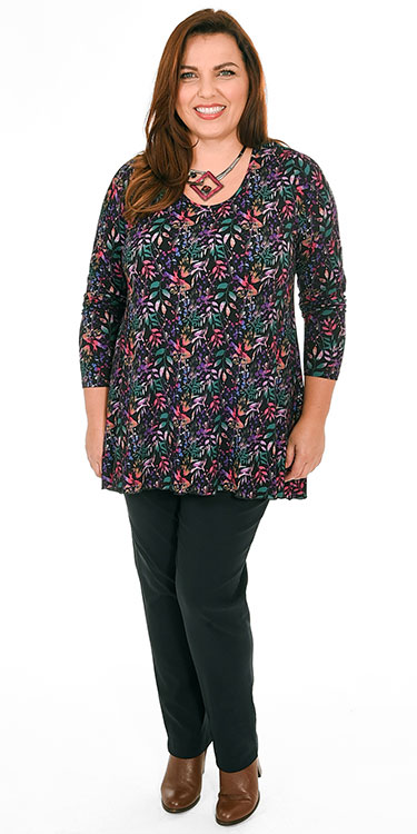 This model is wearing a flattering long sleeved patterned top from Exelle teamed with Mona Lisa narrow trousers. Plus sizes from Bakou in West Wimbledon