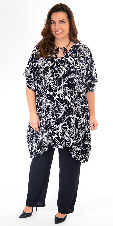 This model is wearing a simple and stylish poncho style top from Angel Circle teamed with long crinkle trouses also from Angel Circle. Sizes 14-30.