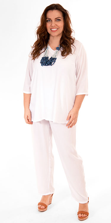 This model is wearing a v neck crinkle viscose white t-shirt with matching trousers from Angel Circle. Sizes 14-30 from Bakou.