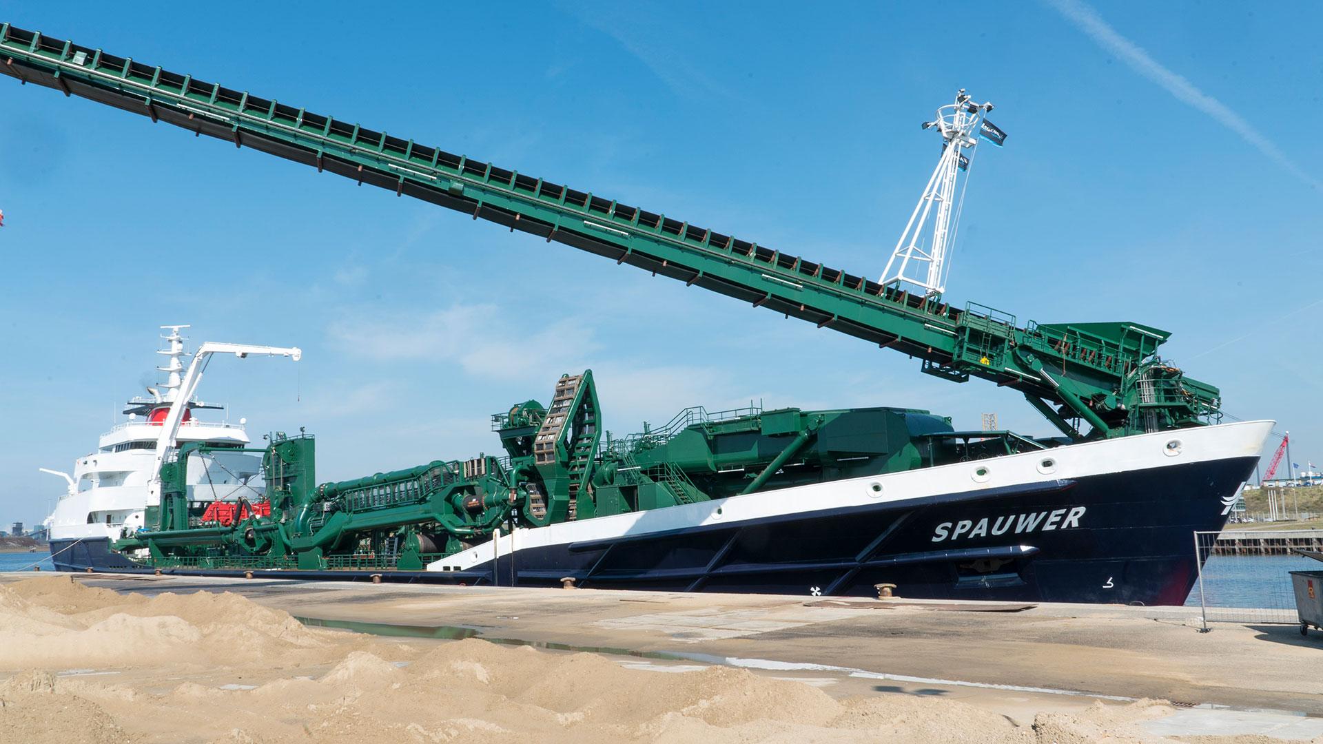 Spaansen Grondstoffen en Logistiek - Den Herder Seaworks - Sleephopperzuiger Spauwer