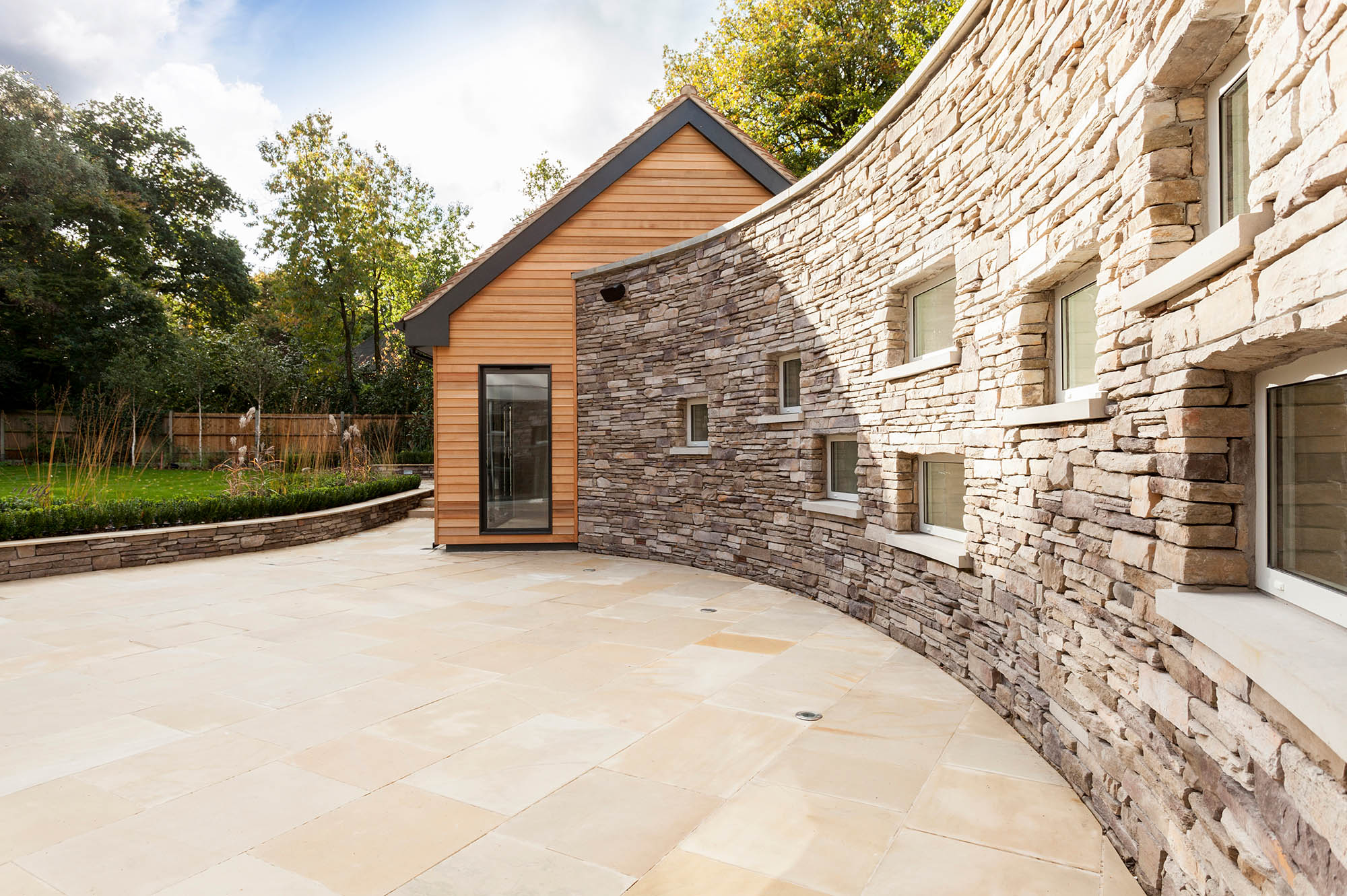 Curved wall extension section linking Pool House to the main Kylemore House