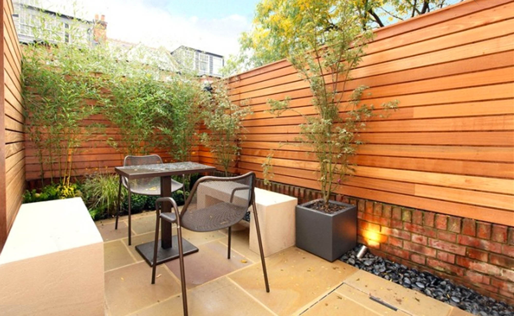 Putney Home Refurbishment - Modern landscaped courtyard with horizontal wooden fencing