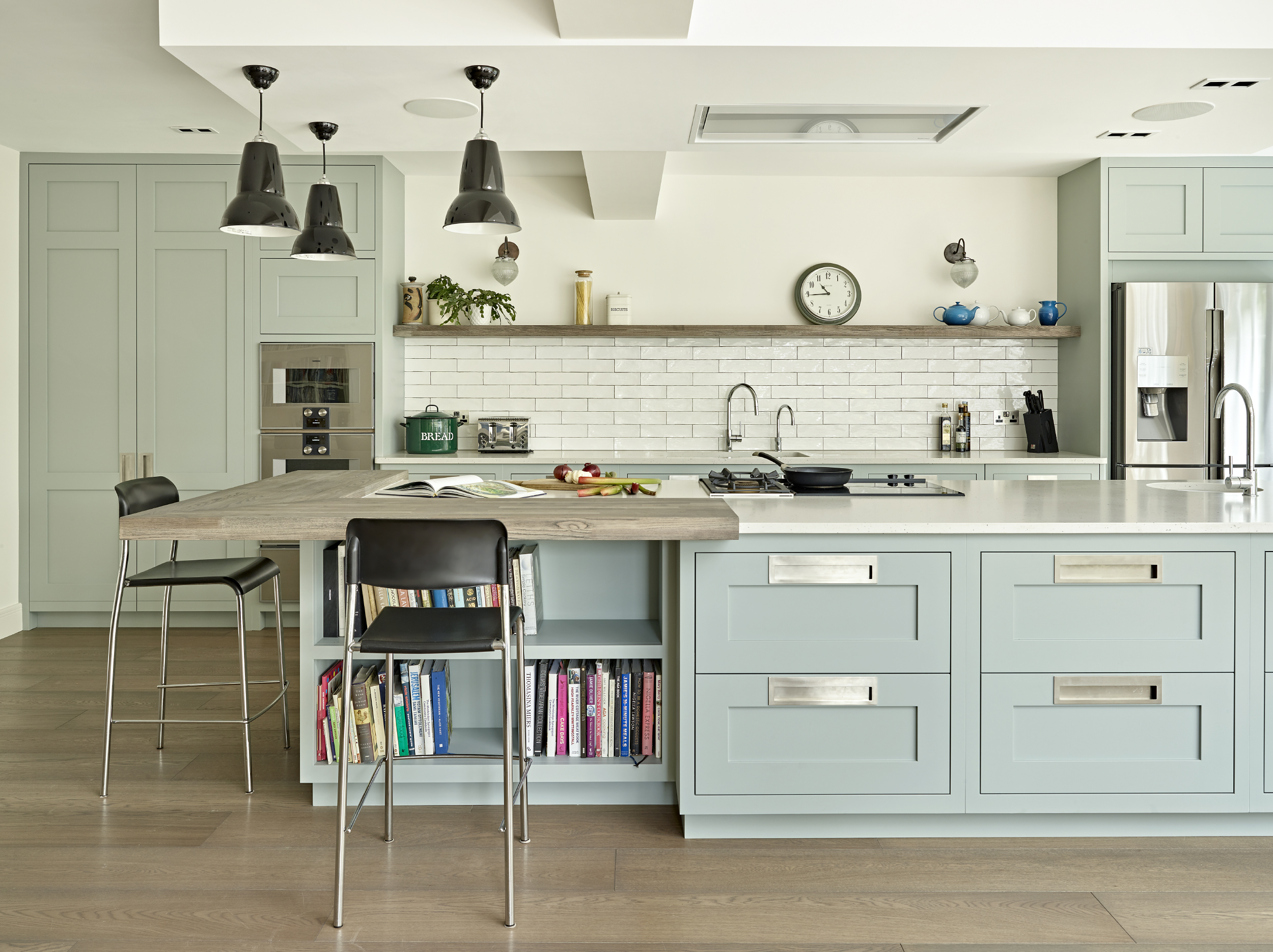 Modern Open Plan Shaker Kitchen with Large Island and Breakfast Bar