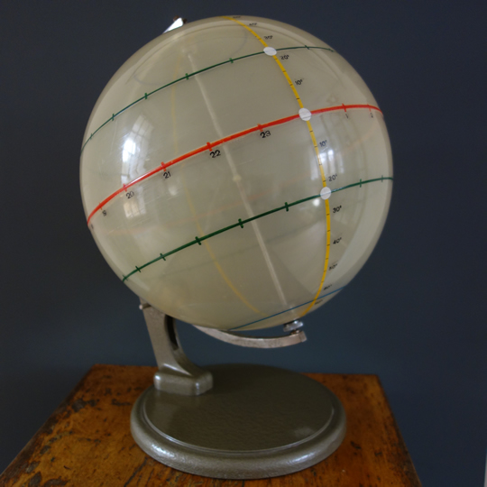 Terrestrial globe with dynamic centre