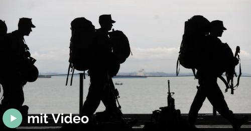 Soldat auf dem Weg in den Auslandseinsatz