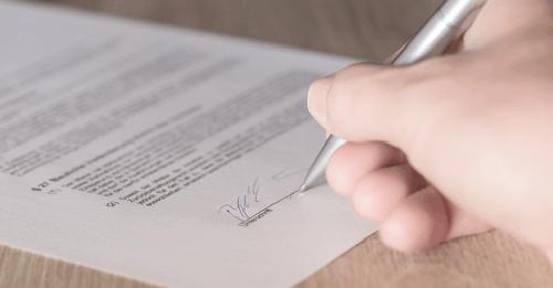 Unterschrift auf einer Kündigung für den Lohnsteuerhilfeverein