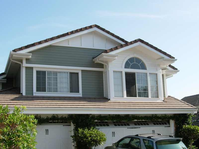 Eastvale CA home with a new rain gutter installed.