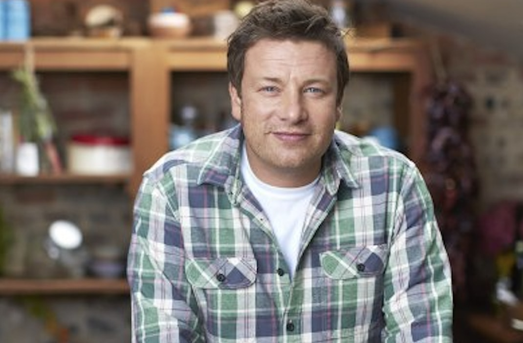 celebrity chef jamie oliver blasts 39 red tractor 39 chicken welfare standards. Black Bedroom Furniture Sets. Home Design Ideas