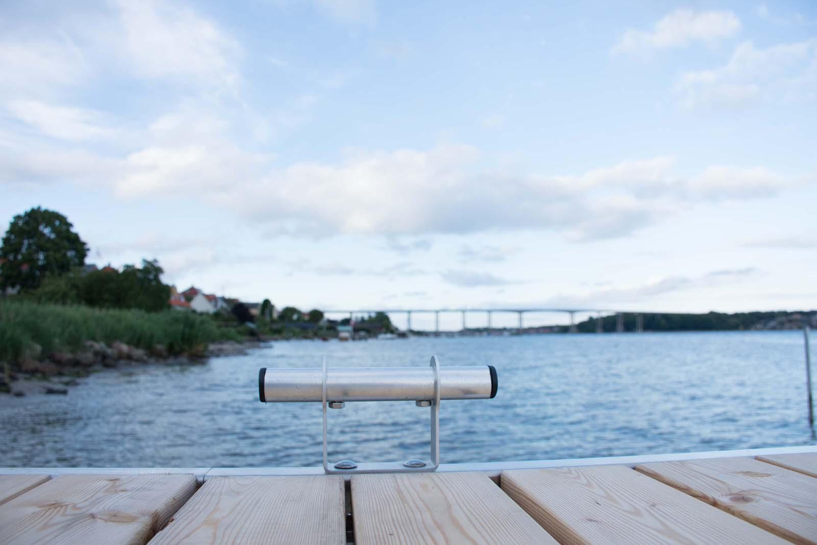 Bådebro med fortøjning