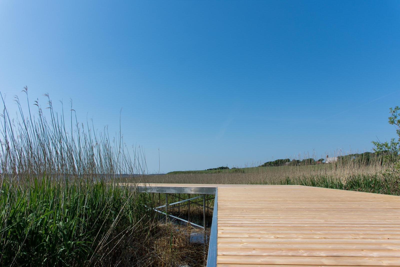 Adgangsbro med knæk