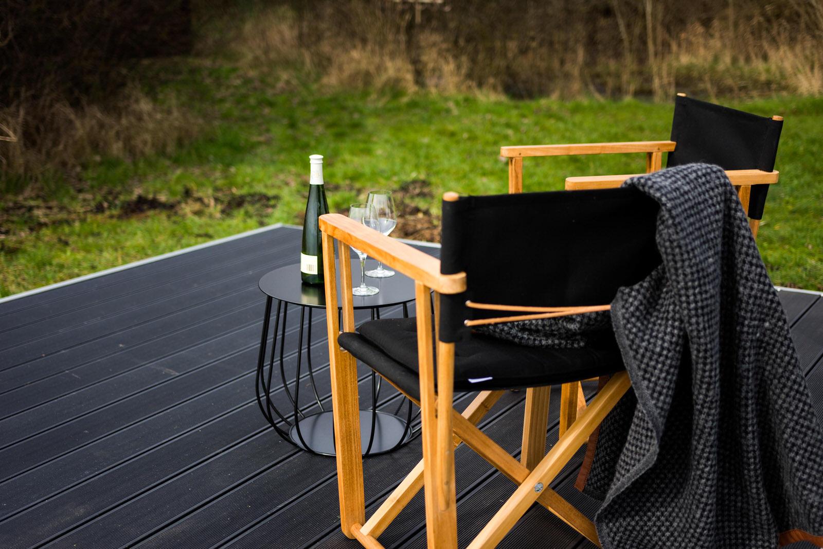 Terrasse med møbler