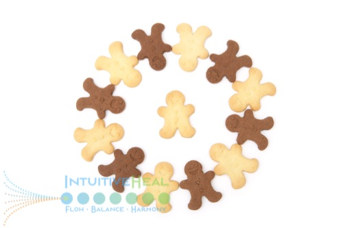 Photo of chocolate and vanilla gingerbread people in a circle