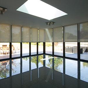 Bi-folding doors with floating corner
