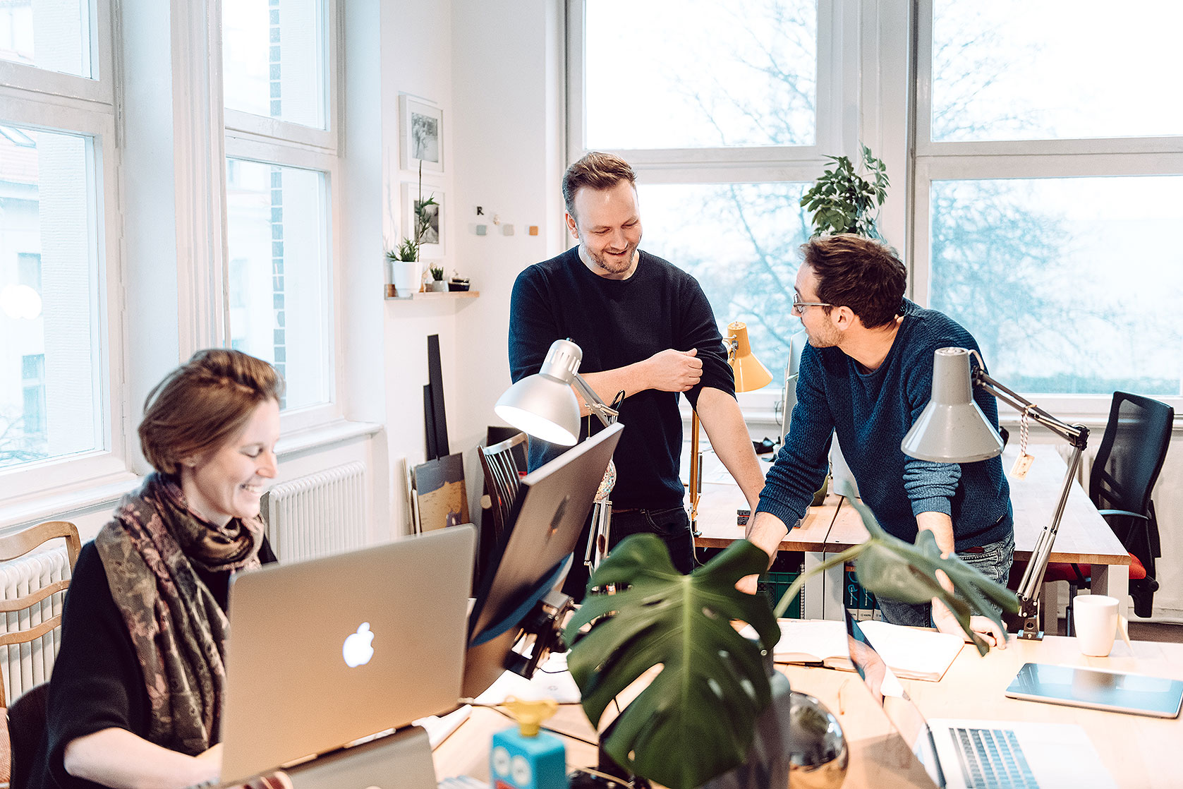 Stefanie Kolb, Jan Joost Verhoef und Markus Günther von Ernst 3000 in ihrem Studio für Design, Illustration und Animation in Berlin