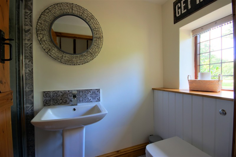 Fox Cottage Bathroom 1