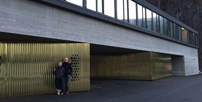 Bilde av hotellets fasade.