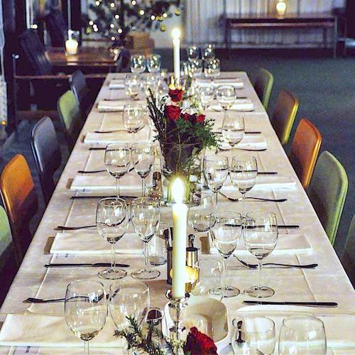 Bilde av dekket bord