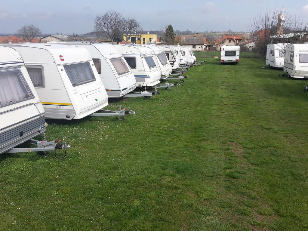 Karavany Kounice - pohled na karavany