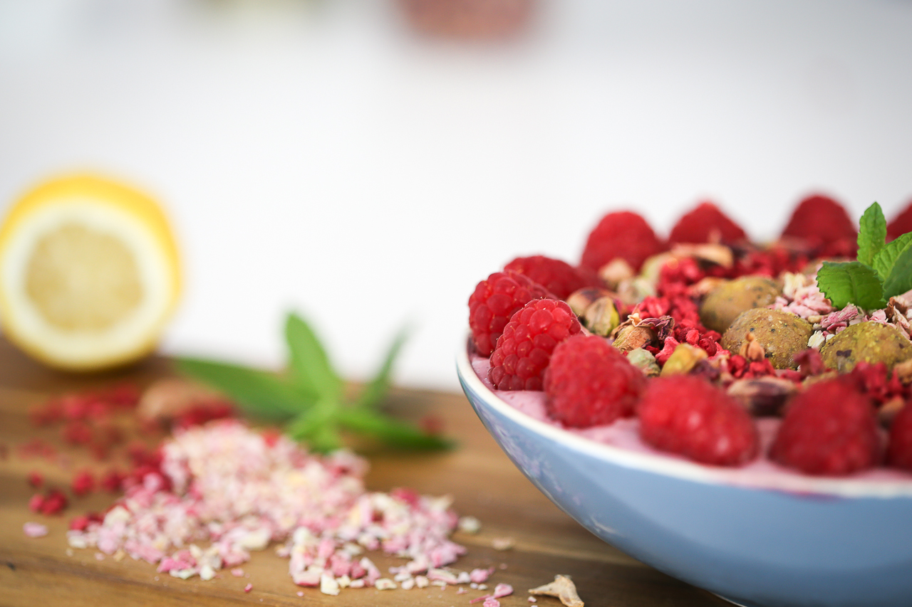 raspberry smoothie bowl recipe